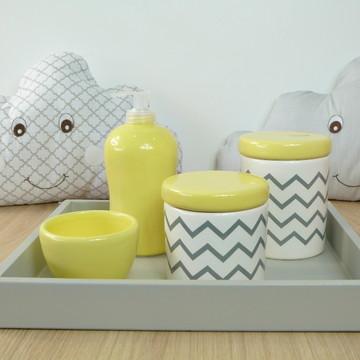 Kit Higiene Bebe Porcelana Chevrom Amarelo Cinza Bandeja MDF