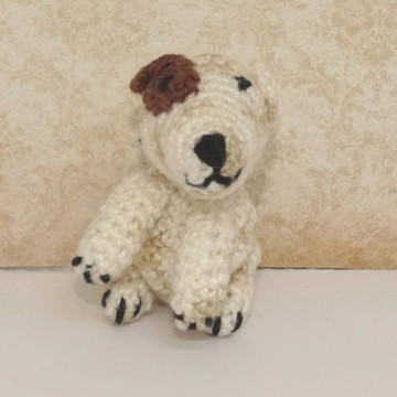 Mini cachorrinho bull terrier de crochê