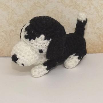 Mini cachorrinho basset hound de crochê