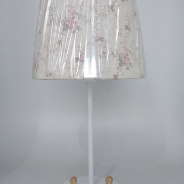 Abajur Branco com mini Bailarinas Douradas Cúpula Provençal
