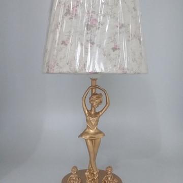 Abajur Dourado com Bailarinas douradas e Cúpula Provençal