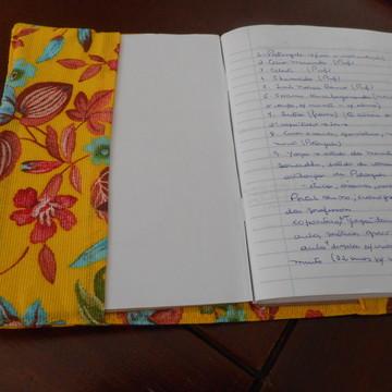 Capa em tecido para livros ou caderno.