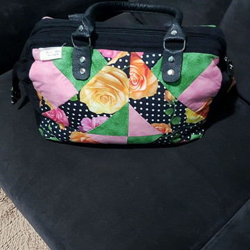 Linda bolsa de patchwork com alça de couro