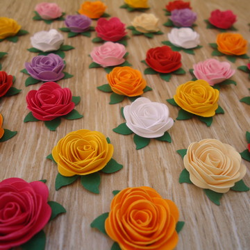 70 mini flor de papel com folha