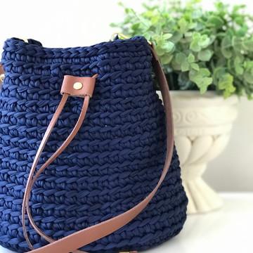 Bolsa azul marinho com alça de couro