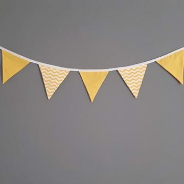 Bandeirinhas de tecido chevron amarelo