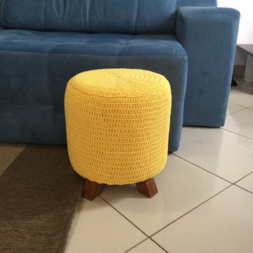 Puff Decorativo com capa em Crochê