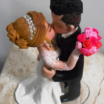 Topo de bolo casamento se beijando