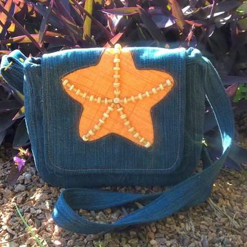 Bolsa carteiro em jeans com estrela