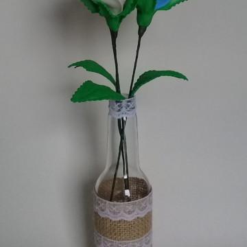 Garrafa Decorada com Flores em Eva