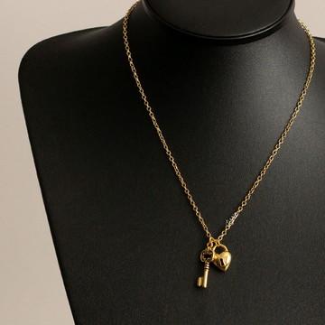 Colar Feminino Dourado Com Pingente Chave E Cadeado Coração