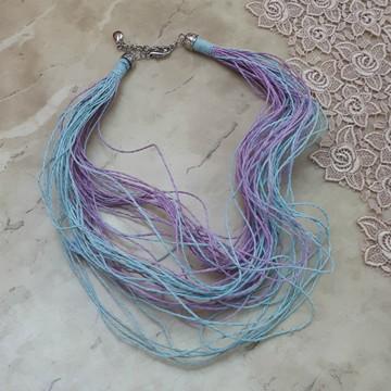Colar de 51 fios em palha azul e roxa