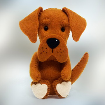 Cachorro Labrador grande em Feltro