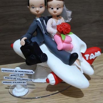 Topo de bolo para casamento com avião personalizado