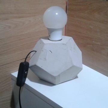 Luminária De Mesa Concreto Cimento Estilo Industrial