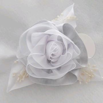 Flor prata e branco