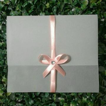 Envelope em Papel Vegetal para Convite Laço Rosa Horizontal