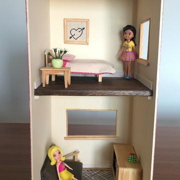Casinha de boneca moderna com dois andares