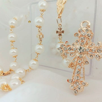 Terço de pérola dourado para noiva