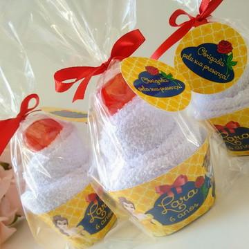 Lembrancinha Bela e a Fera Cupcake de toalha