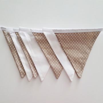Bandeirinhas de tecido Poá bege e branco + branco liso