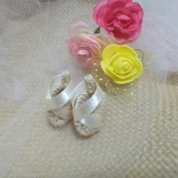 Lembrancinha sapatilha miniatura crochê