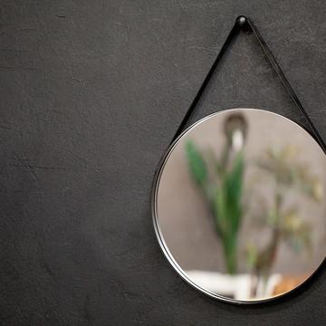 Espelho 80cm diam. alça couro preto