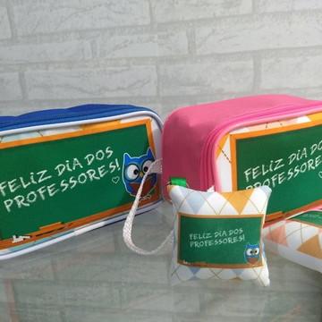 NECESSAIRE DIA DOS PROFESSORES COM ALMOCHAVEIRO (BRINDE!)