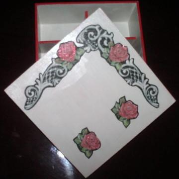 Porta-bijuterias As rosas não falam