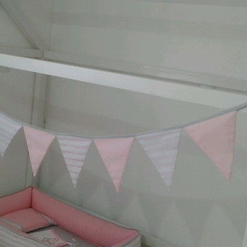 Bandeirolas de tecido para mini cama