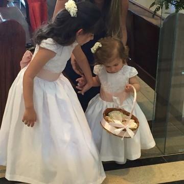 Vestido Daminha de Honra Branco - Busto renda e saia lisa
