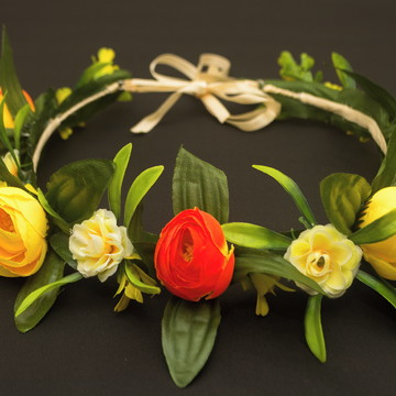 Coroa de flores para cabeça em aro e cetim