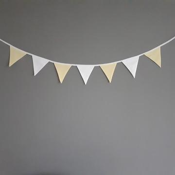 Bandeirinhas de tecido Amarelo e Branco