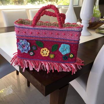 Bolsa de palha em crochê em tons de rosa