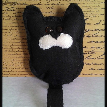 Gato preto em feltro