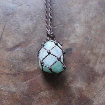 Colar de pedra (quartzo verde)