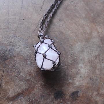 Colar de pedra (quartzo rosa)