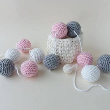 Varal de bolinhas: rosa, branco e cinza