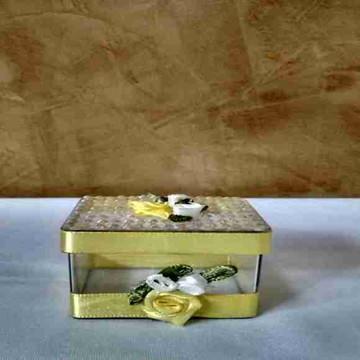 caixa acrílica com strass amarelo