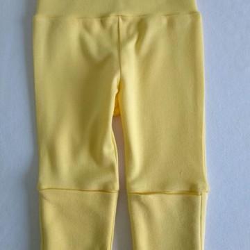 Calça amarelo para bebe com ajuste no cós e pé reversível