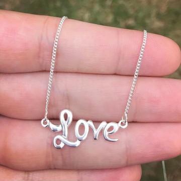 Colar Love em prata 925