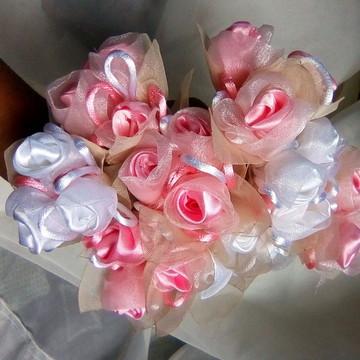 Mini Arranjo de Flores em Organza Cristal