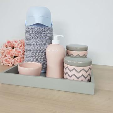 Kit Higiene Porcelana Cinza com garrafa e capa de croche