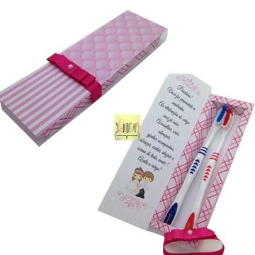 caixa escova de dente azul e rosa ( arquivo digital)