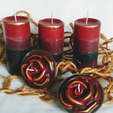 Conjunto de velas cilíndricas com rosas flutuantes