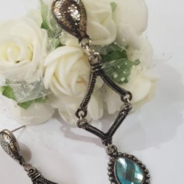 brinco comprido bijuteria prata velha com cristal azul