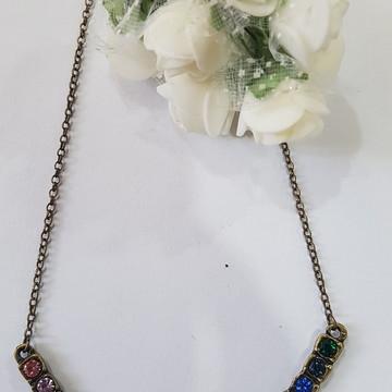 colar bijuteria com strass colorido
