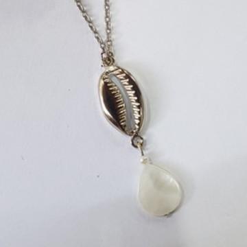 colar bijuteria com búzio e madrepérola