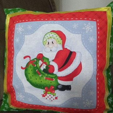 Almofada Papai Noel com Saco de Presentes