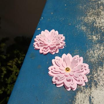 flor de papel com 6cm